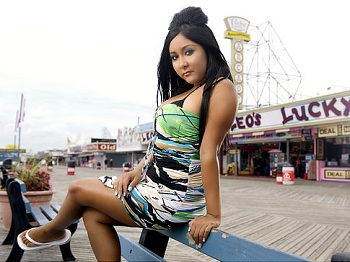 Sanity reigns as Snooki surrenders green flag duties at Richmond