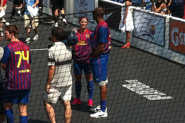 Kobe Bryant scores own goal in Mia Hamm's charity match