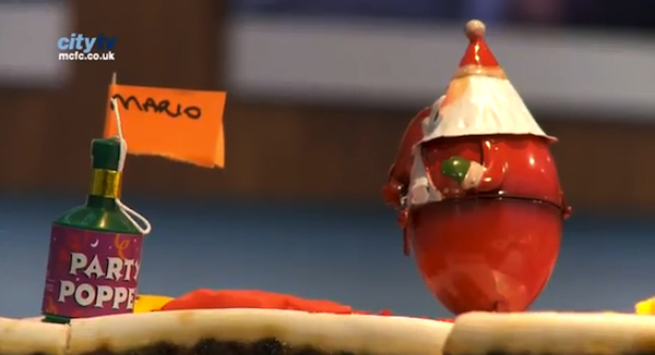 Mario Balotelli struggles to decorate a Christmas cake