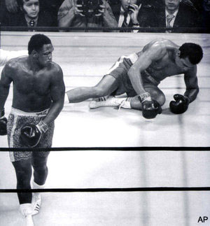 http://l.yimg.com/a/p/sp/editorial_image/83/839c196cd846108c6ed3eec78de574d3/smokin_joe_frazier_loses_his_battle_against_liver_cancer_dead_at_.jpg