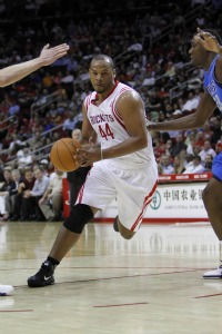 Chuck Hayes signing with Kings again