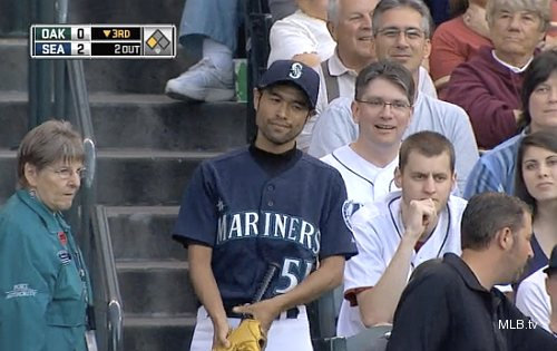 Imposter Ichiro goes overboard pursuing Ackley&#8217;s ball