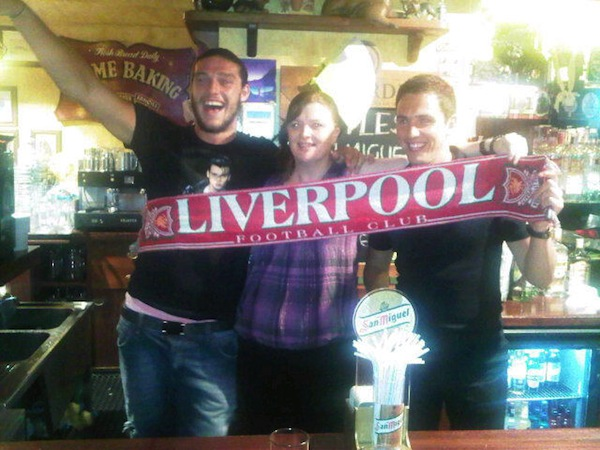 Photo of Carroll, Downing holding Liverpool scarf is apparently fake