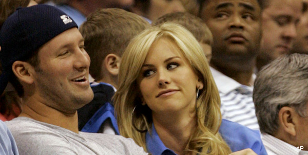Romo gets hitched to beauty queen with Jerry Jones in attendance