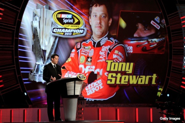 Tony Stewart officially accepts championship at Sprint Cup banquet
