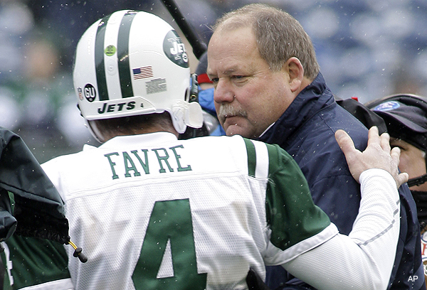 Favre tutors McCoy, pays it forward for Holmgren