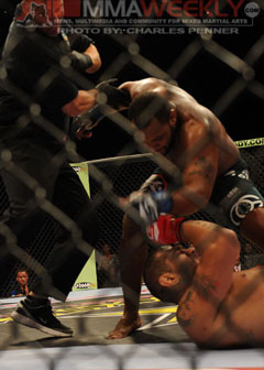 Cormier takes out 'Big Foot' with vicious KO at Strikeforce Grand Prix