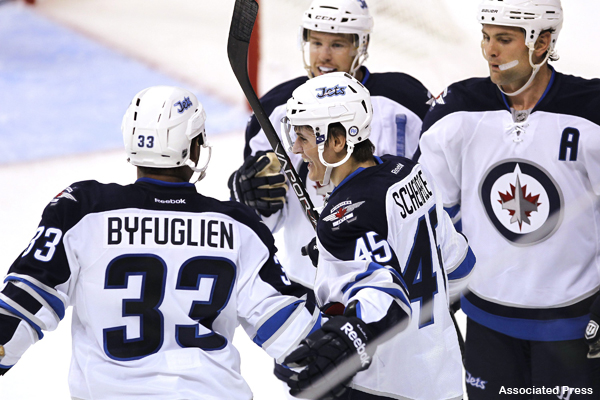 Fans welcome Winnipeg Jets back with deafening roar