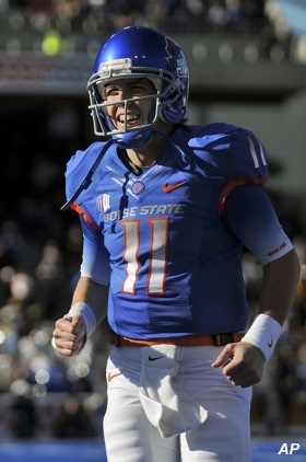 Video: Kellen Moore is so good, his receivers don&#8217;t even have to be upright anymore