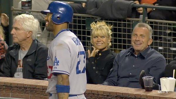 Dodgers' Matt Kemp chats up Joe Montana before striking out
