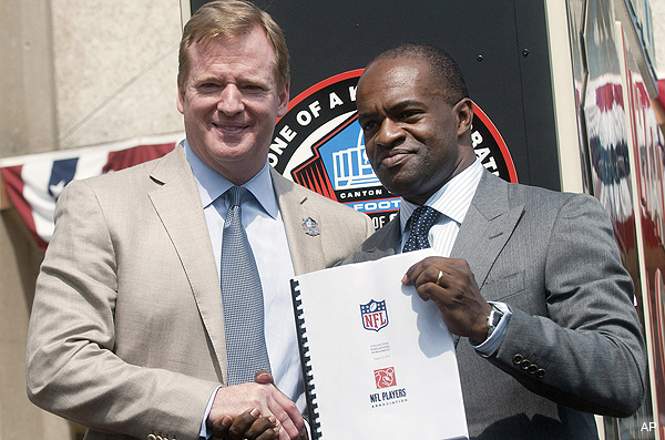 Video: Roger Goodell and DeMaurice Smith sign the new CBA