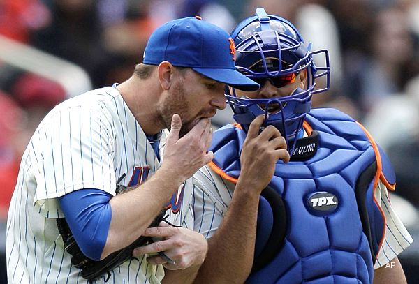 Report: Mets' Mike Pelfrey licks himself 89 times in game