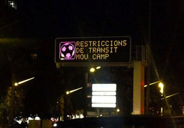 Barcelona traffic sign warns of problems at Mou Camp