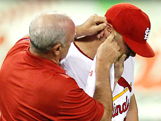 Earmoths! Matt Holliday leaves game after bug invades ear