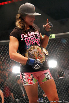 Tate grinds her way to women?s 135-pound title, finishing with a side choke