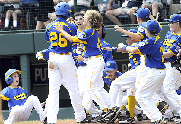Little Leaguers mark homer with 'earthquake' celebration