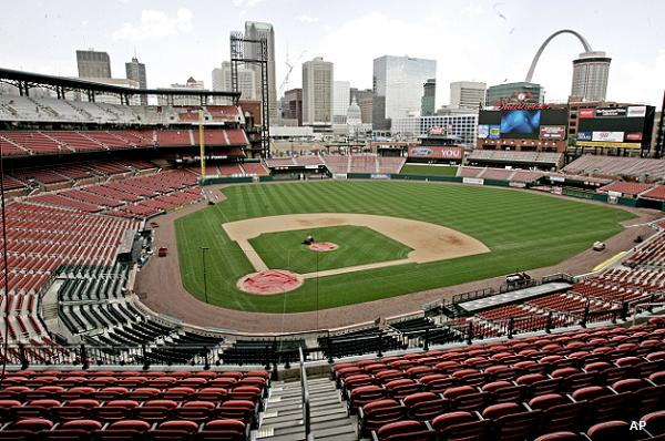 Brewers angered by family seating arrangement at Busch Stadium