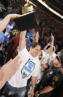 About 220,000 Mavs fans celebrate title, Nowitzki 1308285641