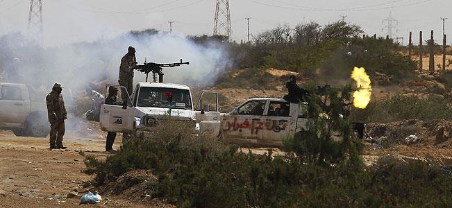 Libyan rebels bear down on Gadhafi's hometown