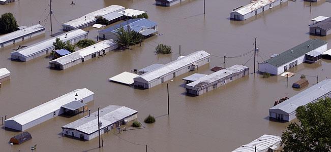 River crests in Memphis; states downstream prepare