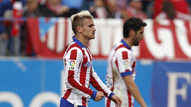 Atletico's Antoine Griezmann, left, celebrates his goal with Atletico's Raul Garcia during a Spanish La Liga soccer match between Atletico Madrid and Elche at the Vicente Calderon stadium in Madrid, Spain, Saturday, April 25, 2015. (AP Photo/Andres Kudacki)