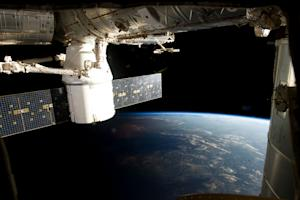 Private SpaceX Cargo Capsule's Return to Earth Delayed One Day