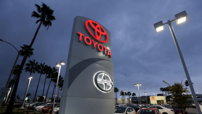 Storm delays lift already strong US auto sales
