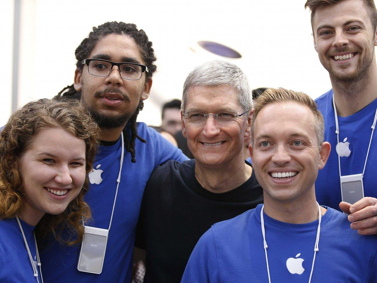 The insane ritual Tim Cook goes through every time he visits an Apple Store