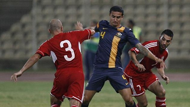 Lebanon&#39;s Hassan Mezher (L) and Hassan Maatouk (R) fight for the ball with Australia&#39;s Tim Cahill during their friendly in Sidon (AFP)