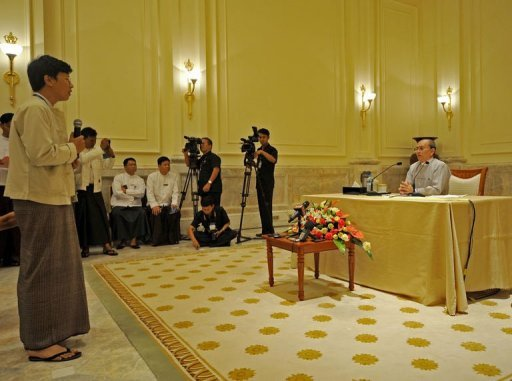<p>Myanmar President Thein Sein (R) answers a question from a journalist during a press conference at the presidential residence in Naypyidaw. Myanmar's long-awaited foreign investment bill could be finalised within days, Thein Sein said Sunday as the regime woos overseas businesses to boost its struggling economy.</p>