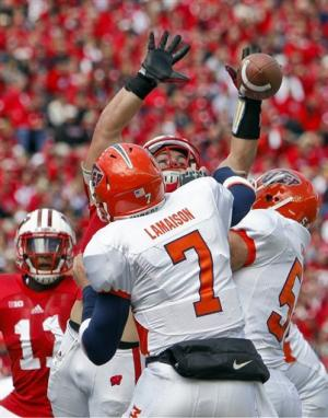 White's 2 TDs lead Badgers to 37-26 win over UTEP