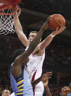 Wisconsin's Jared Berggren, right, blocks a pass by Marquette's Darius Johnson-Odom during the first half of an NCAA college basketball game on Saturday, Dec. 3, 2011, in Madison, Wis. (AP Photo/Andy Manis)