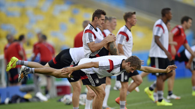 Germany's Thomas Mueller, in front, and Germany's Miroslav Klose, behind him, exercise during an official training session one day before the World Cup quarterfinal soccer match between Germany and France at the Maracana Stadium in Rio de Janeiro, Brazil, Thursday, July 3, 2014. (AP Photo/Martin Meissner)