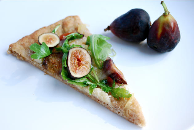 Fresh Fig and Arugula Pizza