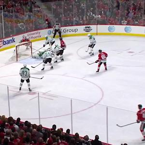 Lehtonen does splits to make save