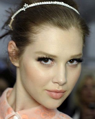 Beauty How-To: Cheek Contouring