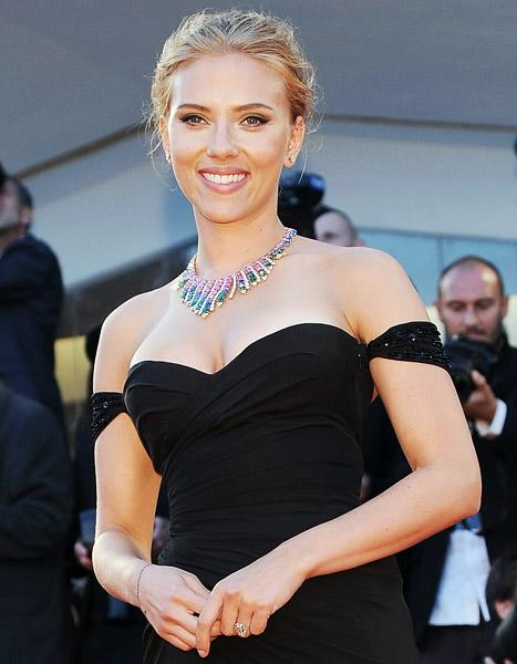 Scarlett Johansson Engaged to Romain Dauriac, Rep Confirms