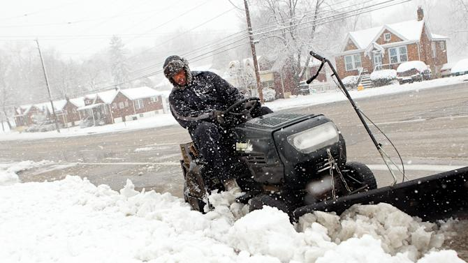 Spring snowstorm hits central states, pushes east