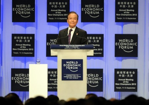 <p>Chinese Premier Wen Jiabao delivers his keynote address at the World Economic Forum in Tianjin on Tuesday. China is on course to meet its 2012 growth target despite recently slowing, Wen said at the Forum.</p>