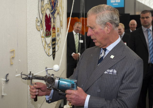 Britain&#39;s Prince Charles attempts to do some tufting during his visit to the New Zealand Shear Brilliance Event, The Cloud, Auckland, New Zealand, Monday, Nov. 12, 2012. (AP Photo/SNPA, David Rowland) NEW ZEALAND OUT