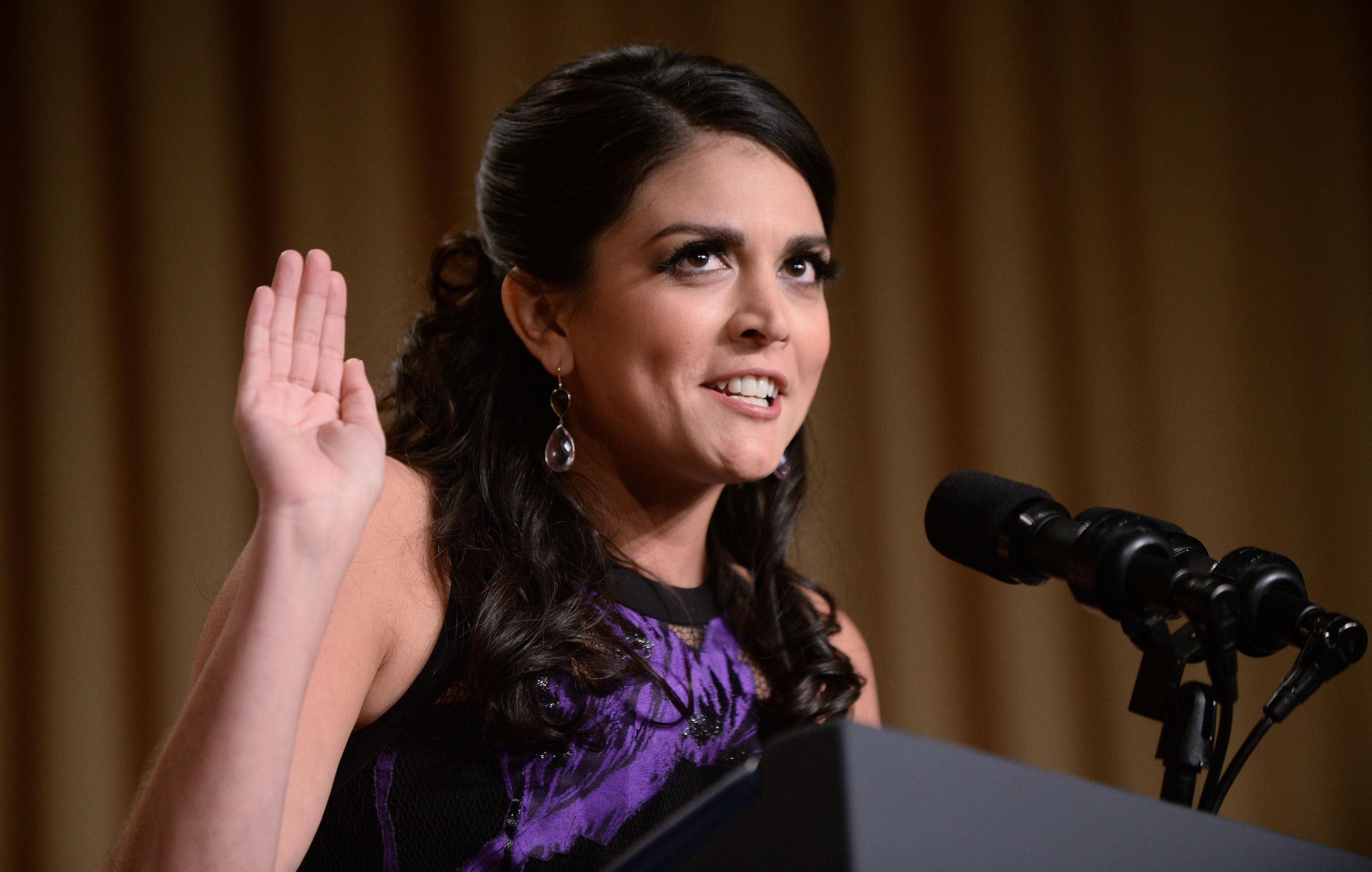 'SNL's Cecily Strong Asks Media Not to Talk About Hillary Clinton's Appearance