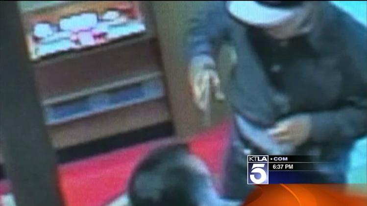 Gunman Sought in Robbery at OC Jewelry Store