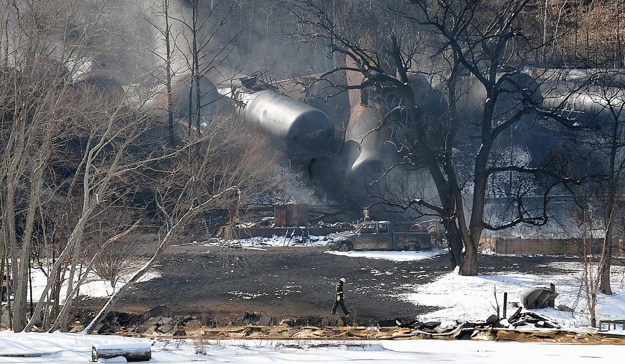 US, Canada unveil rules to boost oil train safety