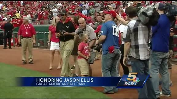 Reds honor police officer killed in line of duty