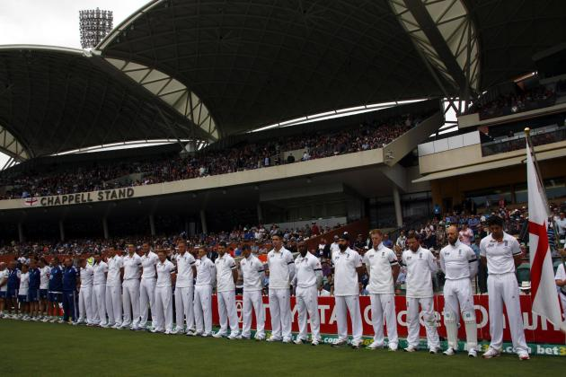 England's cricket team observe a minute of silence to commemorate former South African President Mandela's death before starting second day's play in second Ashes cricket test against Aust