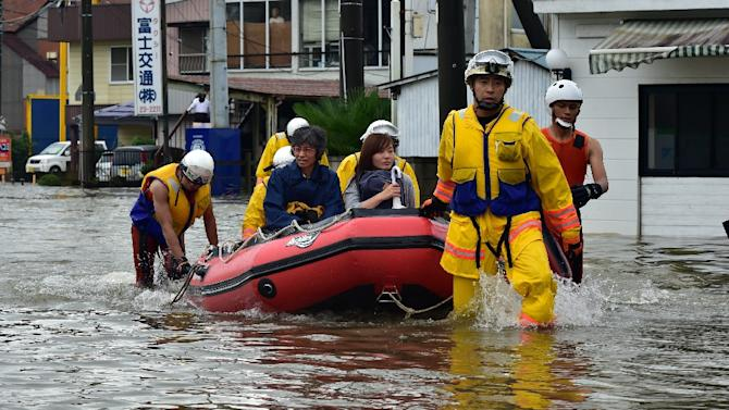 Hundreds trapped as floods sweep Japan