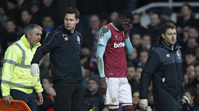 West Ham's Cheikhou Kouyate walks off to be substituted after sustaining an injury
