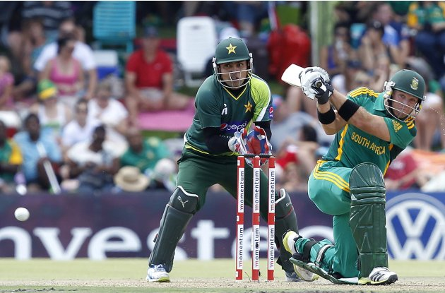 "Pakistan""s wicket keeper Akmal watches South Africa's Ingram play a shot during One day international cricket match in Bloemfontein"