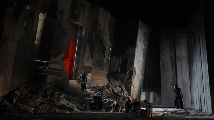 In this photo taken Tuesday, Oct. 2, 2012, in Chicago, actors perform during the dress rehearsal of a new Sir David McVicar production of Elektra at the Lyric Opera of Chicago. (AP Photo/M. Spencer Green)