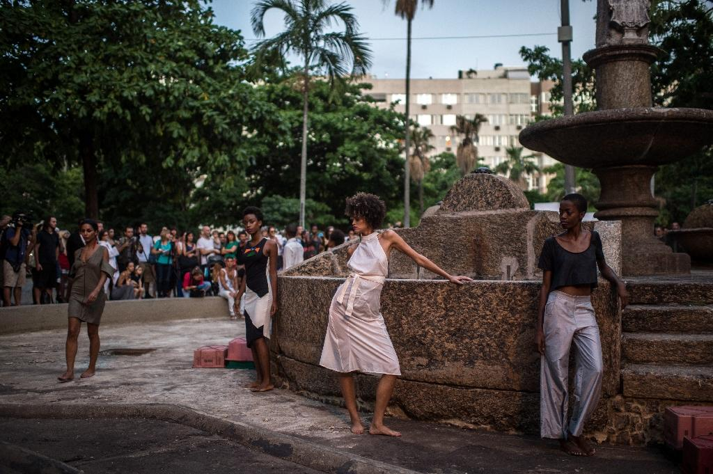 Models strut in Rio streets after fashion week fail